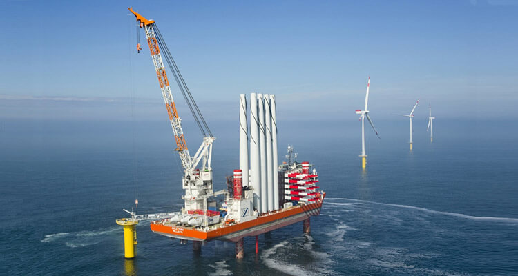 a picture of the construction platform for offshore wind farms